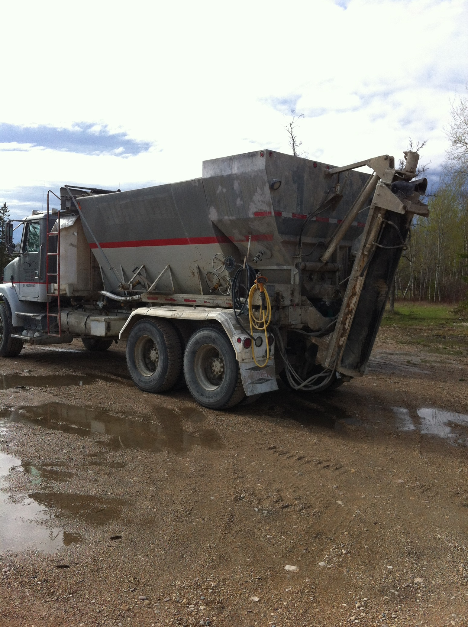 Ready-mxied concrete mixing truck